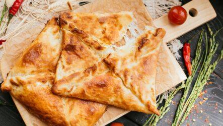 Слоеные хачапури в духовке: 6 простых рецептов