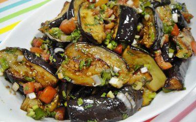 Теплый салат с баклажанами: 9 лучших рецептов
