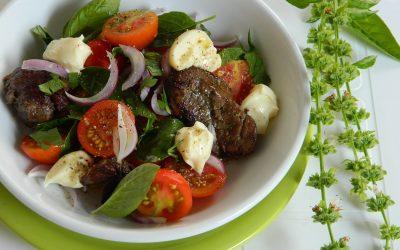 Теплый салат с печенью: 8 замечательных рецептов