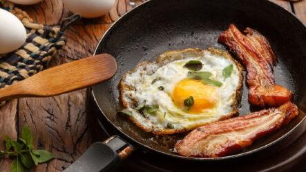 Яичница с беконом: 8 английских рецептов