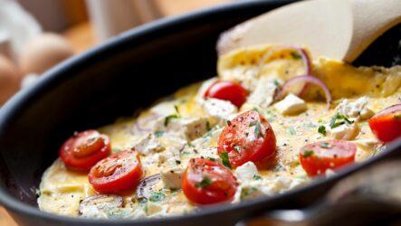 Яичница с помидорами: 8 полезных рецептов