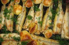 Корюшка в духовке: 6 несложных рецептов