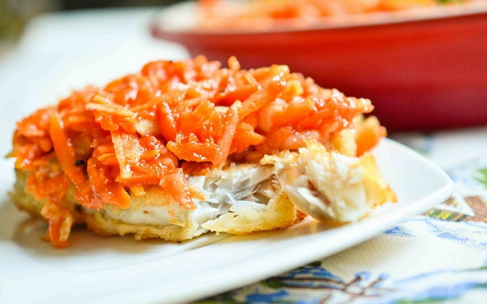 Минтай с морковью и луком