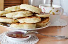 Пышные оладушки на кефире — 7 лучших рецептов