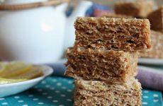 Вафельный торт со сгущёнкой «когда гости на пороге» — 6 рецептов