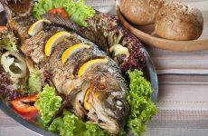 8 хороших рецептов, как запечь карася в духовке