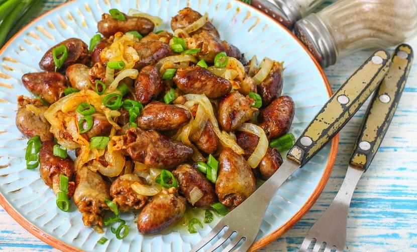 Куриные сердечки на сковороде