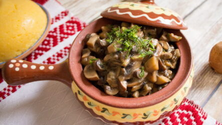 Грибы в горшочке в духовке — 8 отличных самых вкусных рецептов