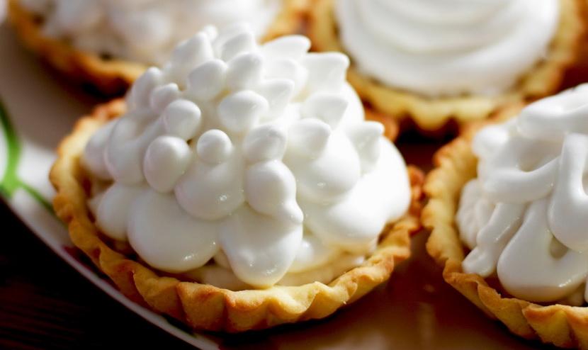 Пирожное с белковым кремом