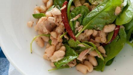 Салат с белой фасолью — 8 вкусных и сытных рецептов