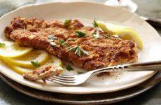 Шницель на сковороде — 8 сытных рецептов на любой вкус