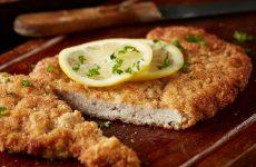 Шницель из свинины — 8 сочных рецептов по всем правилам