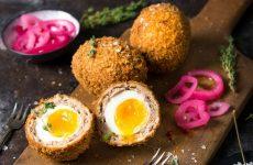 Яйца по-шотландски — 7 рецептов знаменитой закуски
