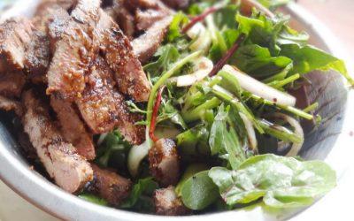 Салат с печенью и солеными огурцами— 8 сытных и интересных рецептов