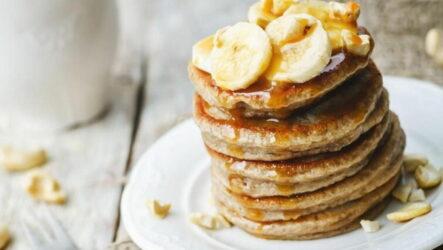 Банановые оладьи — 8 вкусных рецептов для полезного завтрака