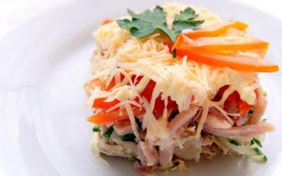 Салат с ветчиной и помидорами — 6 простых и сытных рецептов