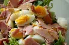 Салат с ветчиной и яйцами — 6 простых пошаговых рецептов