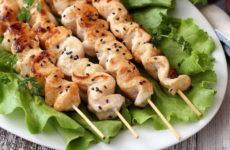 Куриный шашлык в духовке — 8 любимых домашних рецептов