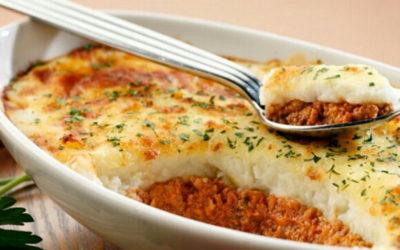 Запеканка из картофельного пюре— 7 сытных и простых рецептов