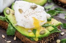 Бутерброды с яйцом пашот — 6 классных рецептов и идей для завтрака