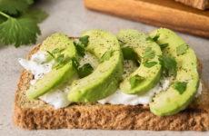 Бутерброды с авокадо — 8 рецептов и идей для завтрака