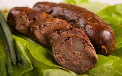 Печеночная колбаса — 8 сытных домашних рецептов