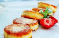 Творожники на манке — 6 рецептов для простого полезного завтрака