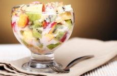 Фруктовый салат с йогуртом — 8 свежих и ярких рецептов