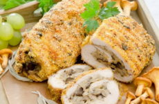 Куриный рулет с грибами — 7 рецептов для любимых