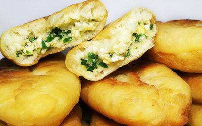 Ленивые пирожки с яйцом и луком — 7 рецептов, как приготовить быстро