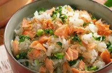 Салат с горбушей и рисом — 7 сытных рецептов