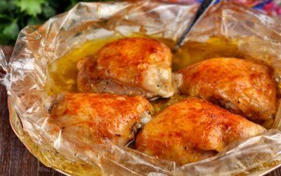Куриные бедра в рукаве — 8 рецептов, как запечь правильно