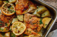 Куриные бедра с картошкой — 8 рецептов, как приготовить вкусно