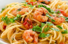 Макароны с креветками — 7 очень хороших рецептов