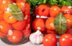 Помидоры, фаршированные чесноком — 6 популярных рецептов