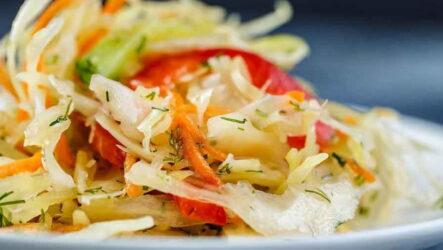 Быстрые и вкусные салаты из капусты — 7 рецептов на скорую руку