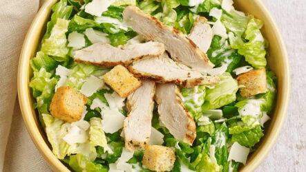 Салат Цезарь с пекинской капустой — 6 любимых домашних рецептов