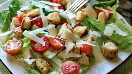 Салат Цезарь с помидорами — 7 отличных рецептов