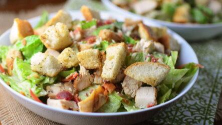 Салат Цезарь — 6 простых домашних рецептов