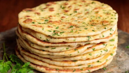 Турецкие лепешки — 6 рецептов с начинкой и без