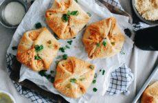 Конвертики с курицей — 7 рецептов в духовке