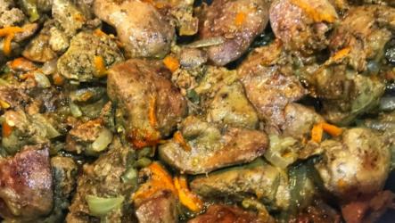 Куриная печень с луком в духовке — 6 рецептов простого ужина