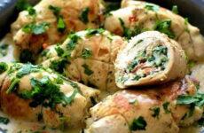 Куриные рулетики с начинкой на сковороде — 8 пошаговых фото-рецептов