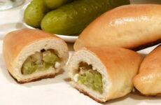 Пирожки с солеными огурцами — 7 рецептов с фото