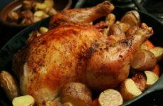 Курица в духовке целиком с картошкой — 7 любимых рецептов