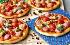 Мини пиццы на дрожжевом тесте — 6 рецептов, как в столовой