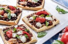 Мини пиццы на слоеном тесте — 6 рецептов + бонус