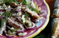 Салат со скумбрией — 8 рецептов на праздничный стол