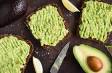 Паста из авокадо — 8 рецептов на бутерброд