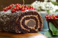 Шоколадный рулет — 7 сладких фото-рецептов